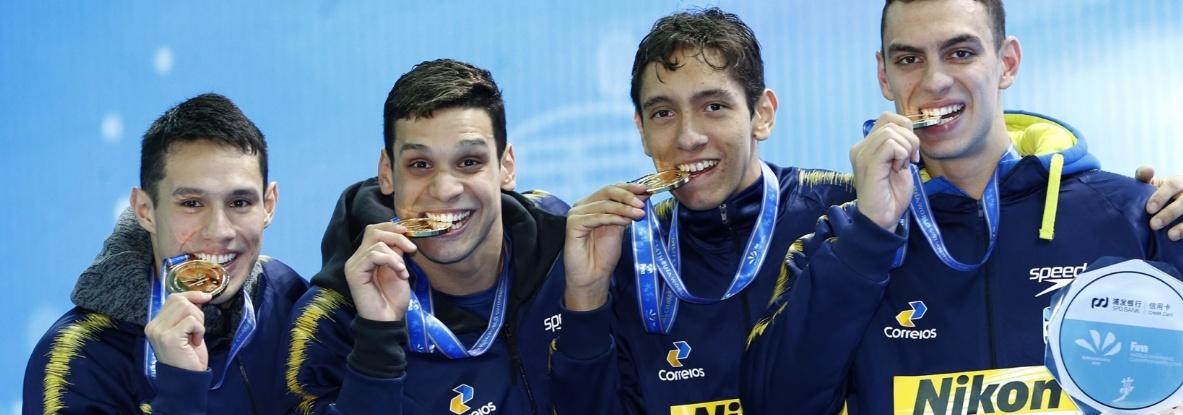 Natação - Revezamento 4x200m livre do Brasil é ouro com recorde Mundial na China