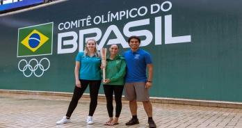 Integrante do dueto da seleção brasileira, Luisa Borges participa de ação com Tocha Olímpica do Japão 2020